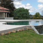 Marinal-piscine-forme-libre-guadeloupe