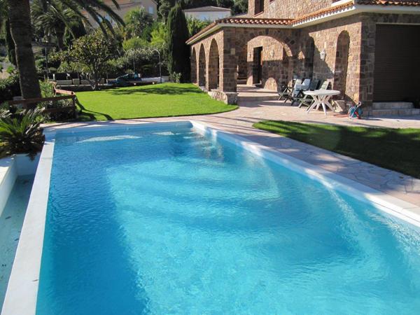 Constructeur de piscines en b ton piscines marinal for Combien coute une piscine en beton