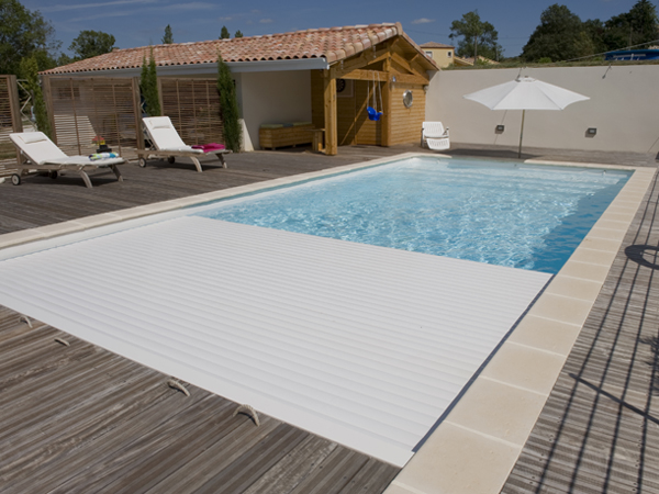 S curit pour piscines traditionnelles piscines marinal for Rideau piscine miroir