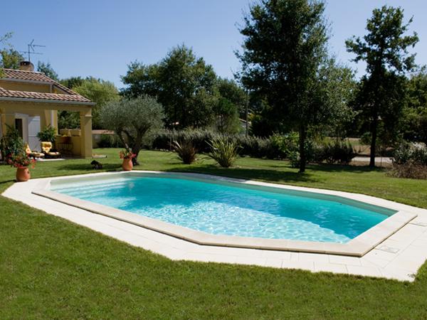 Construction piscines forme libre piscines marinal for Piscine miroir forme libre