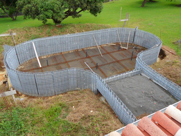 Marinal traditional swimming pool manufacture method for Construction piscine debordement