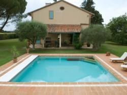 Piscine 360 concessionnaire piscines marinal 31 for Construction piscine zone verte
