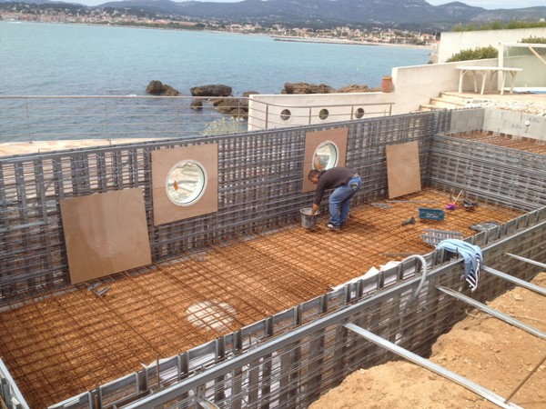 Construction d une piscine b ton arm banch unibeo for Construction piscine beton