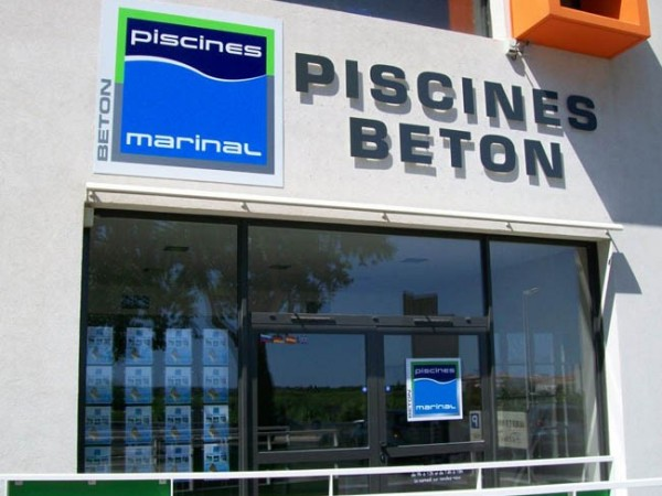 Distributeur-Piscines-béton-Marinal
