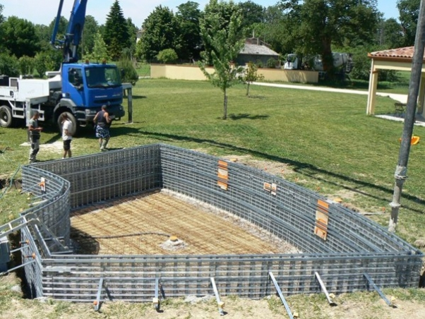 Piscine traditionnelle en b ton monobloc piscines marinal for Piscine beton banche
