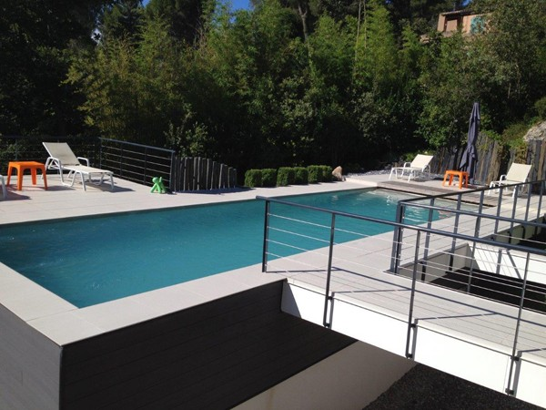 Piscine traditionnelle en b ton monobloc for Piscine beton banche