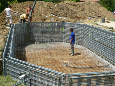 Quelle p riode pour construire piscine for Technique de construction piscine a debordement