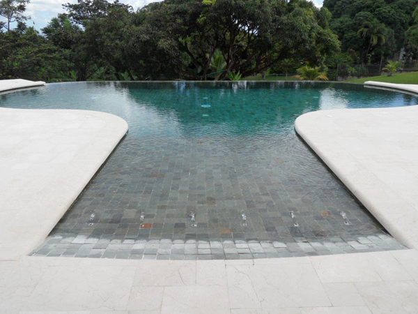 Piscines marinal proc d de fabrication piscine for Piscine miroir guadeloupe