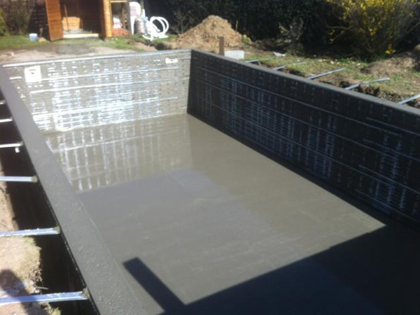 Construction de piscine en hiver for Prix construction piscine beton