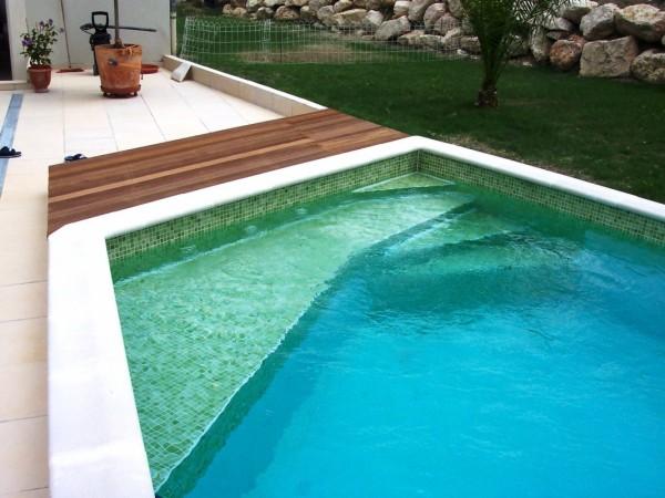 Piscine traditionnelle béton MARINAL Escalier de piscine en béton Marinal