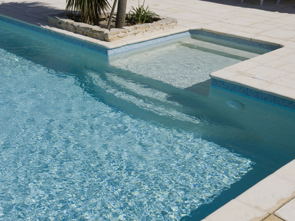Piscines traditionnelles marinal choisir son escalier de for Escalier piscine design