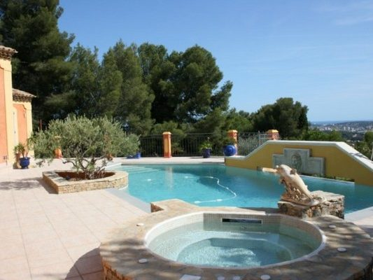 Piscines marinal espace baln o pour piscine traditionnelle for Construction piscine traditionnelle