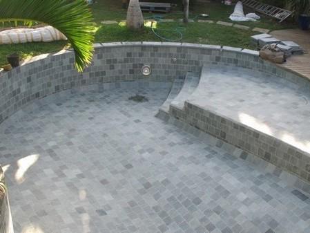 piscines traditionnelles marinal choisir son escalier de piscine. Black Bedroom Furniture Sets. Home Design Ideas