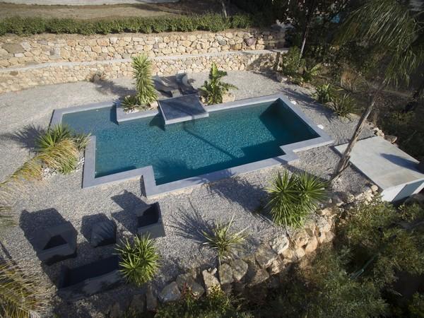 Construction piscines forme libre for Constructeur piscine beton