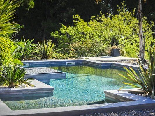 marinal-constructeur-piscines-forme-libre-beton-monobloc-31-toulouse