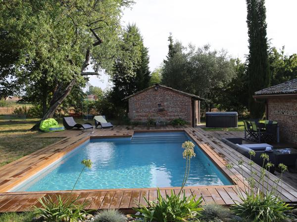 piscine traditionnelle béton marinal terrasse bois