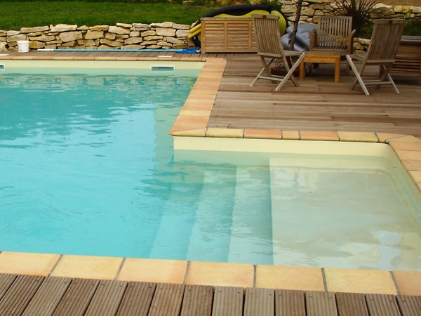 Piscines traditionnelles marinal choisir son escalier de for Construction piscine traditionnelle