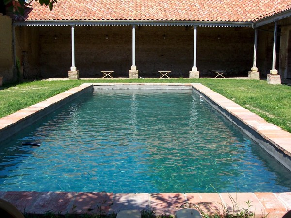 Avantages piscines traditionnelles b ton for Forme piscine beton