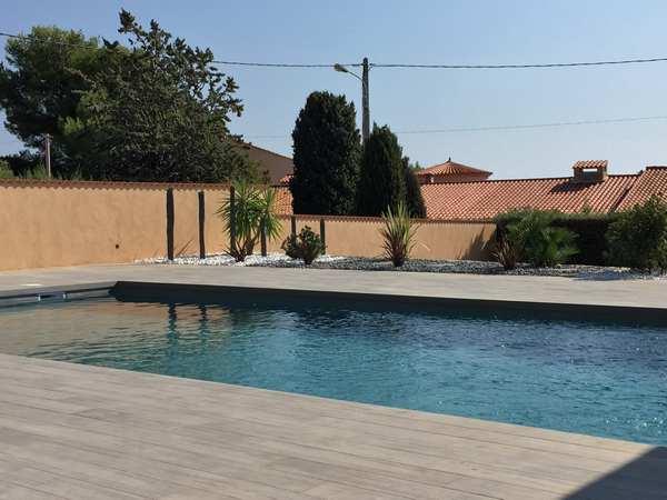 piscines-marinal-classique-terrasse-bois-cuisine-ete-bandol