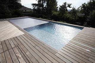 Eau de votre piscine : Les solutions aux problèmes fréquents